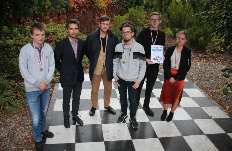 Drużyna I LO Mistrzami Powiatu w szachach